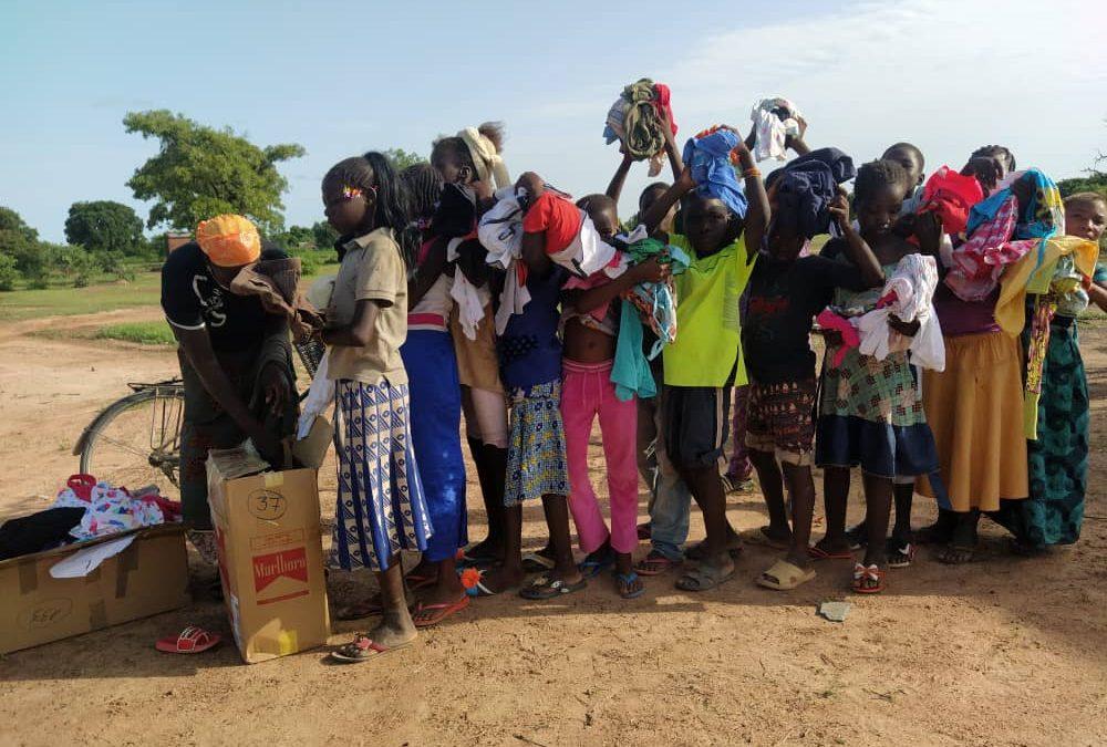 Reparto de material en Sandeba y Tourouba (Burkina Faso)